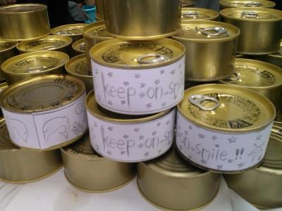石巻の高校生たちがデザインしたラベルをつけた缶詰。津波の被害を免れた貴重な商品