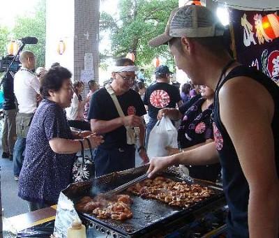 被災者に食材などを販売する朝市(相馬はらがま朝市クラブ提供)/カナロコより