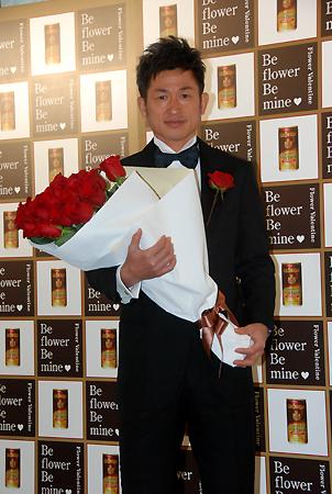 Mr.フラワーバレンタインに選ばれた、横浜FC三浦知良選手(毎日新聞デジタルより)