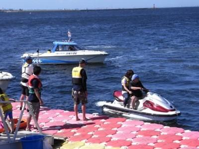 水上バイクなどのマリンスポーツが無料体験できる「うみかぜカーニバル」(横須賀経済新聞ホームページより)