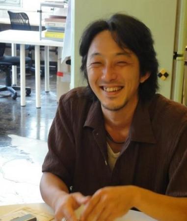 横浜での映像制作講座講師・横浜市民放送局の梅香家聡さん=シェアオフィスさくらWORKS<関内>にて