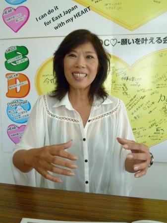 「神奈川と被災地をつなぐ双方向の事業をしていきたい」と語る金井さん=茅ヶ崎市東海岸北のSDCハート事務所で